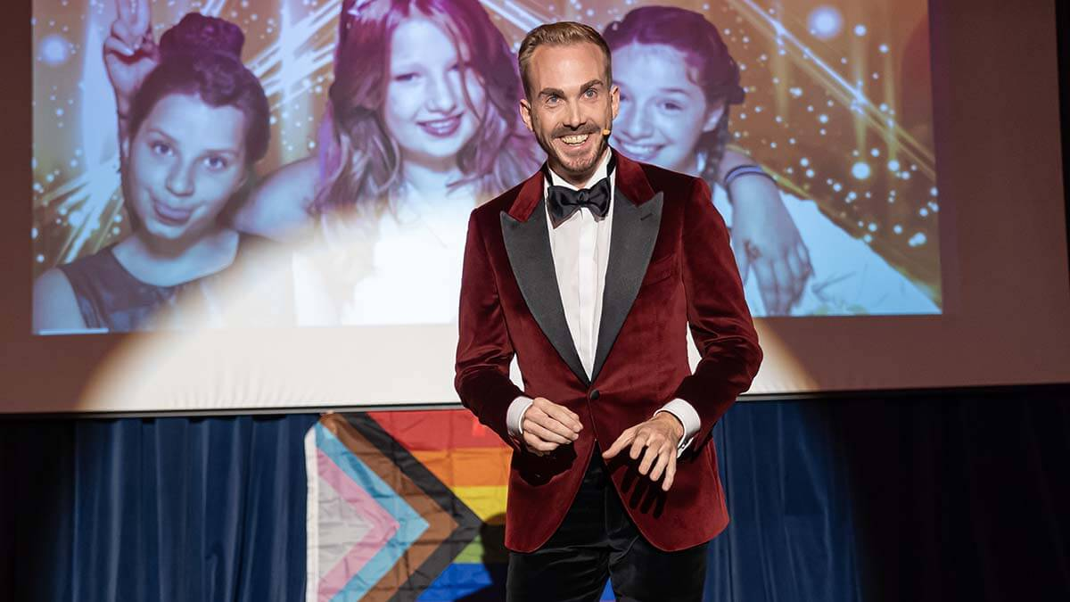 Felix Uhlig Moderator der PSD Gala der Kinderschutzengel
